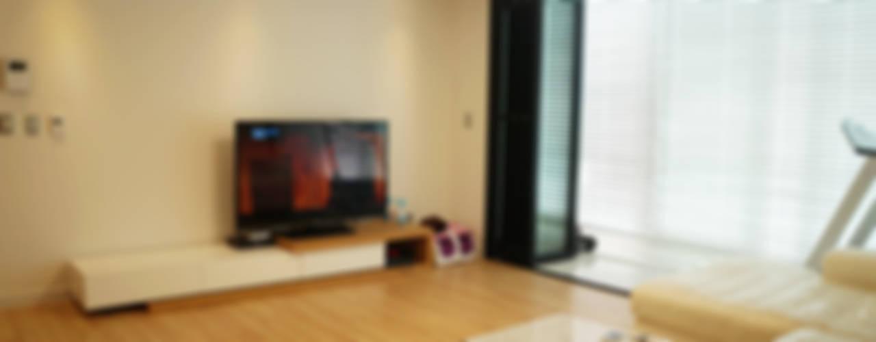 Modern living room by 디자인브리드 Modern