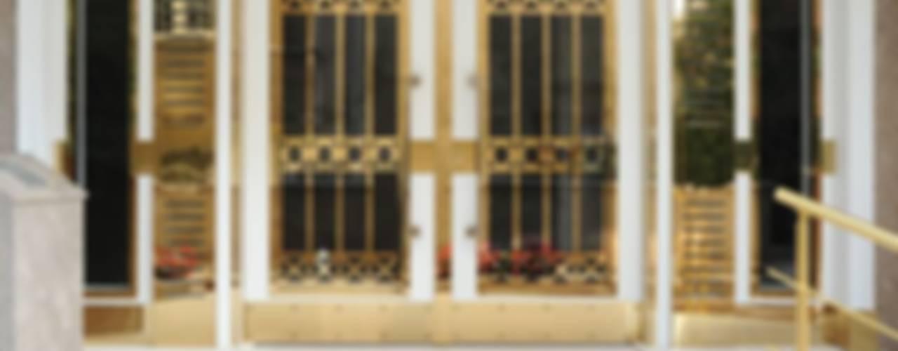 LİVA KAPI &YAPI Puertas y ventanas de estilo moderno