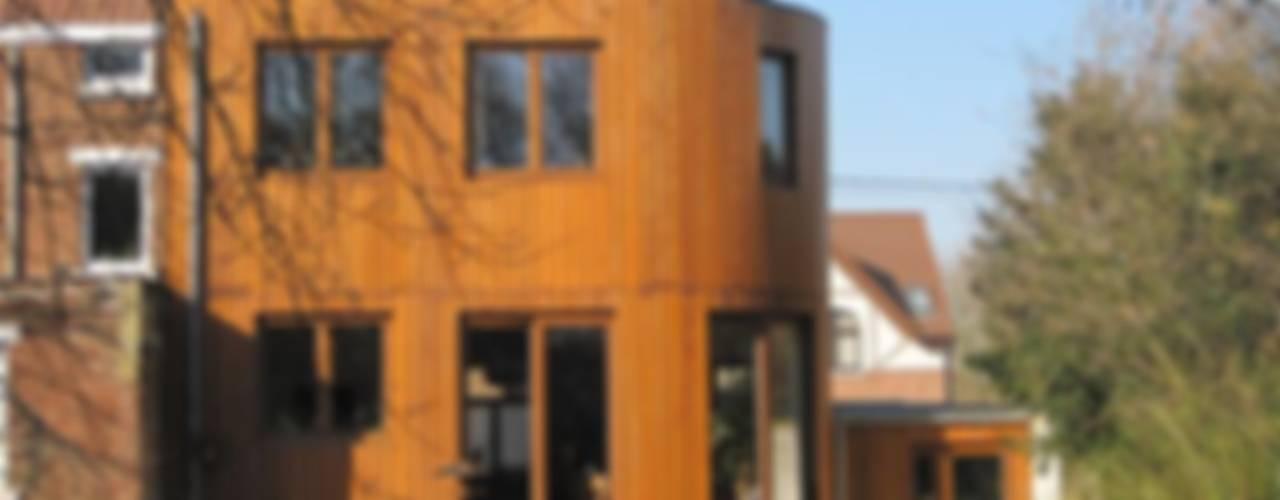 Extension et rénovation à Court-Saint-Etienne Maisons originales par Bureau d'Architectes Desmedt Purnelle Éclectique