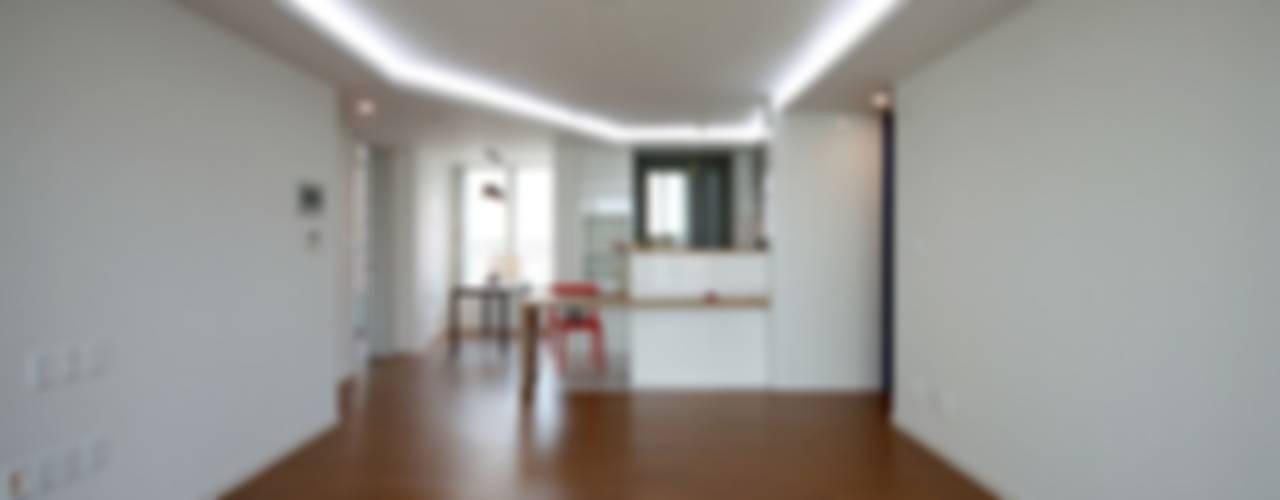 Living room by 디자인스튜디오 레브,