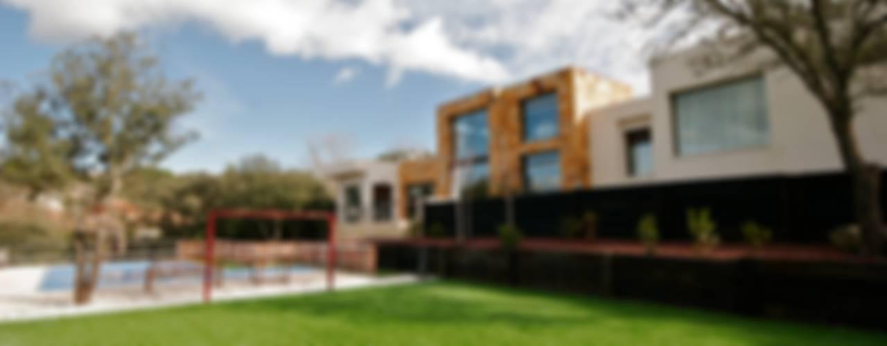 Modern houses by VALVERDE ARQUITECTOS Modern