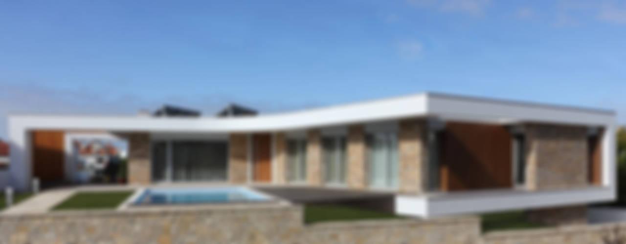 Case moderne di SOUSA LOPES, arquitectos Moderno