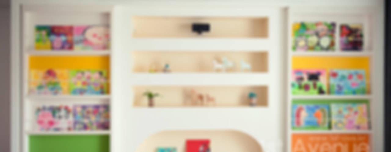 푸른 하늘을 그대로 담은 아이 다락방 모던스타일 거실 by 퍼스트애비뉴 모던
