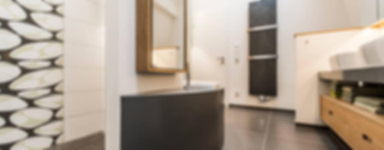 Moderne Raumgestaltung in altem Weinmeisterhaus Moderne Badezimmer von Büro Köthe Modern