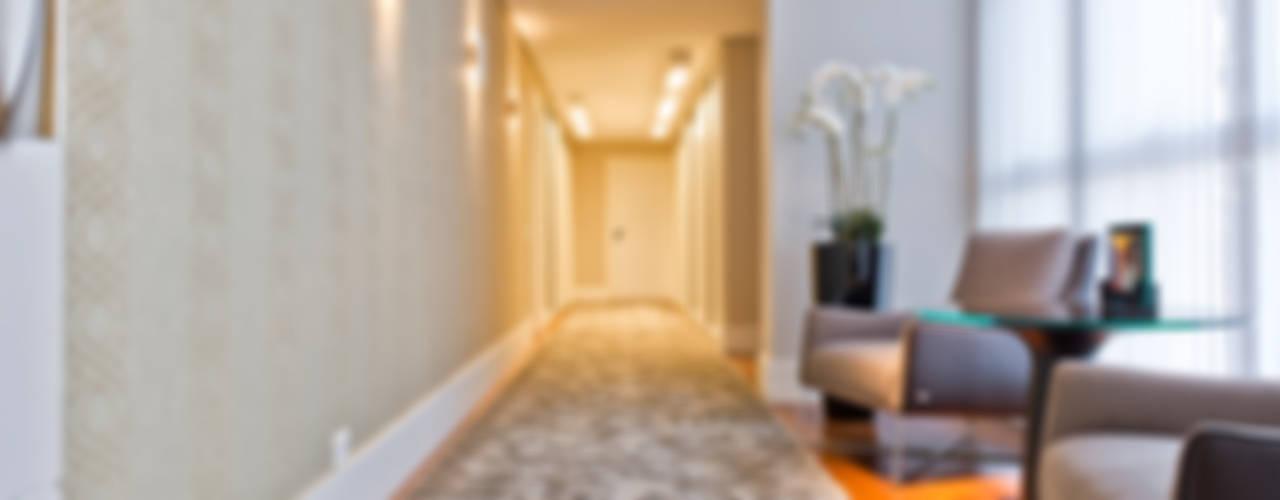 Residência CF Corredores, halls e escadas modernos por Yara Mendes Arquitetura e Decoração Moderno