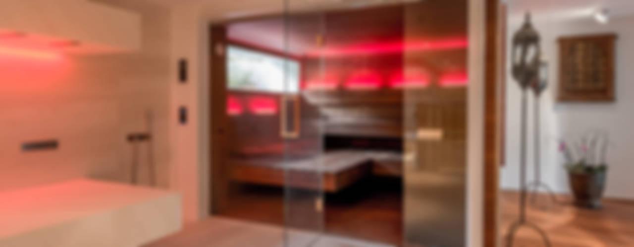 Design Sauna: Toller Kontrast Zwischen Dunklem Nussbaum Und Hellem Spa.:  Sauna Von