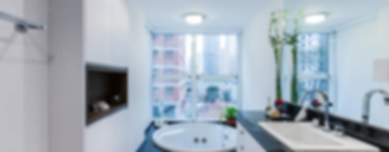 04_Projeto de Interiores Banheiros modernos por Paula Carvalho Arquitetura Moderno