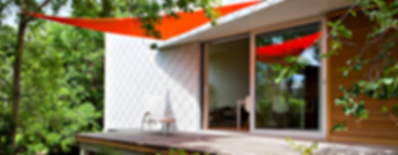 DANKE Architekten Modern style balcony, porch & terrace
