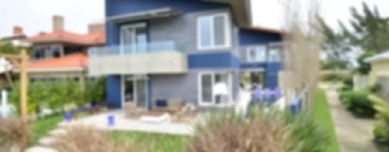 A CASA AZUL Casas modernas por HECHER YLLANA ARQUITETOS Moderno
