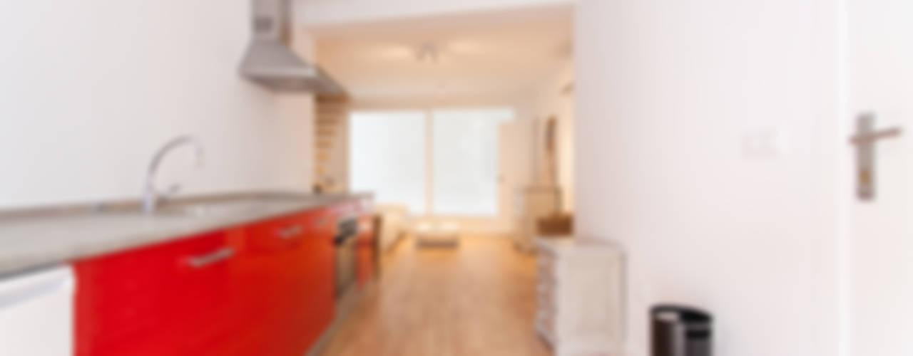Apartamento dúplex Cocinas de estilo moderno de Pablo Cousinou Moderno
