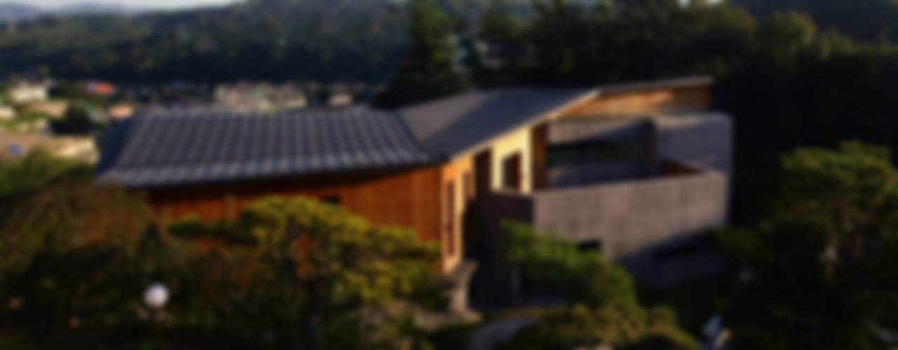 Z-House: 'Snow AIDe의  주택,모던