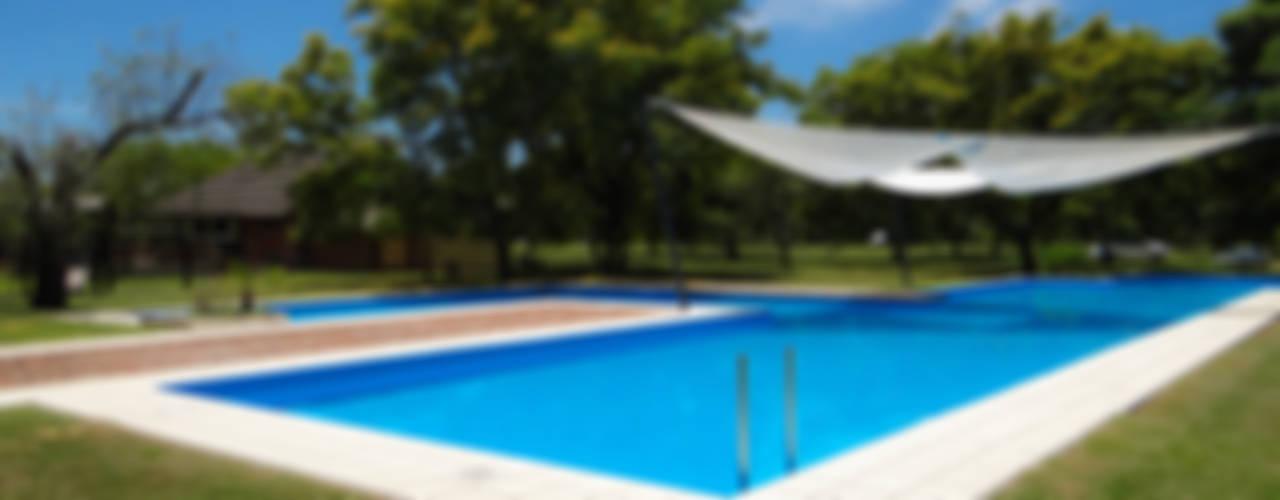 Modern pool by D'ODORICO ARQUITECTURA Modern