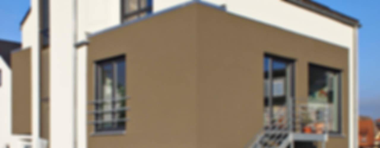 2-Familien-Doppelhaushälfte in Plankstadt Moderne Häuser von mAIA. Architektur+Immobilien Modern