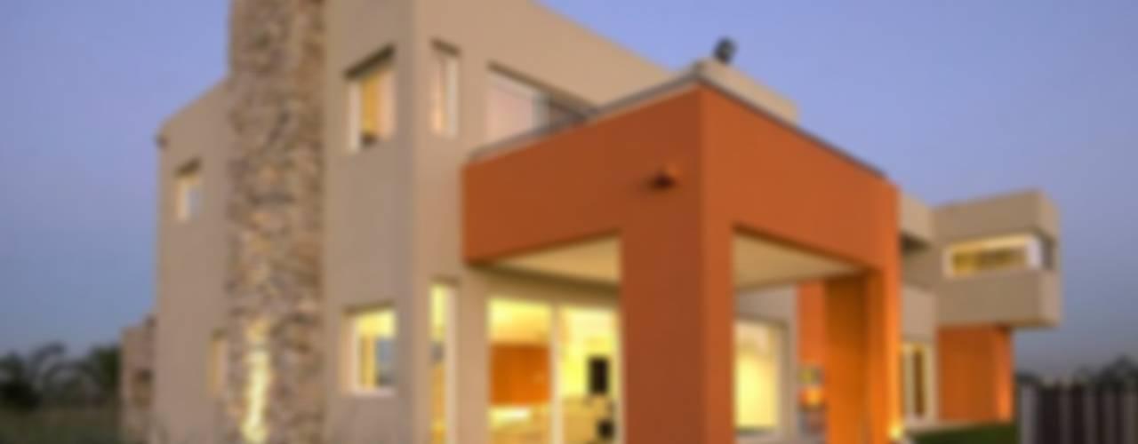 Casas modernas: Ideas, diseños y decoración de Estudio PM Moderno