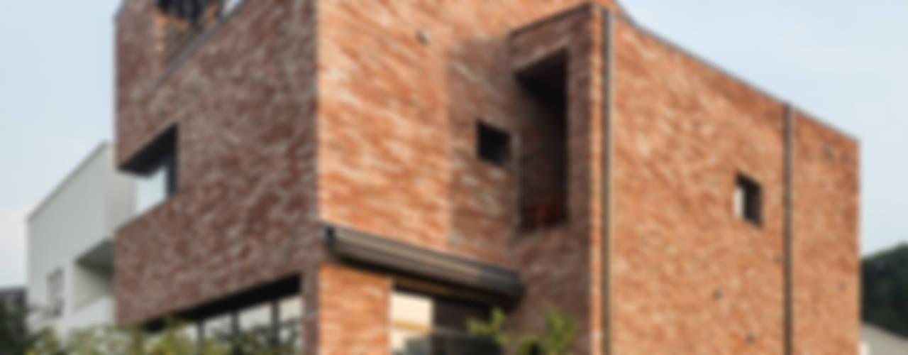 Moderne Häuser von aandd architecture and design lab. Modern
