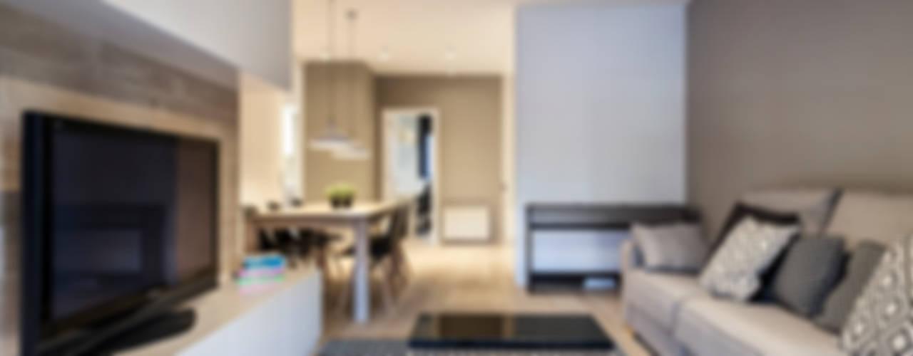 Salas de estilo clásico por Dröm Living