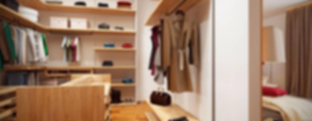 Vestidores y closets de estilo escandinavo por Art-i-Chok