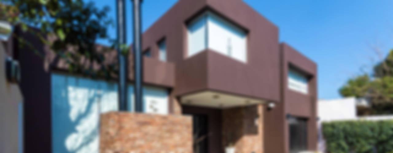CARBONE HOUSE: Casas de estilo moderno por Carbone Fernandez Arquitectos