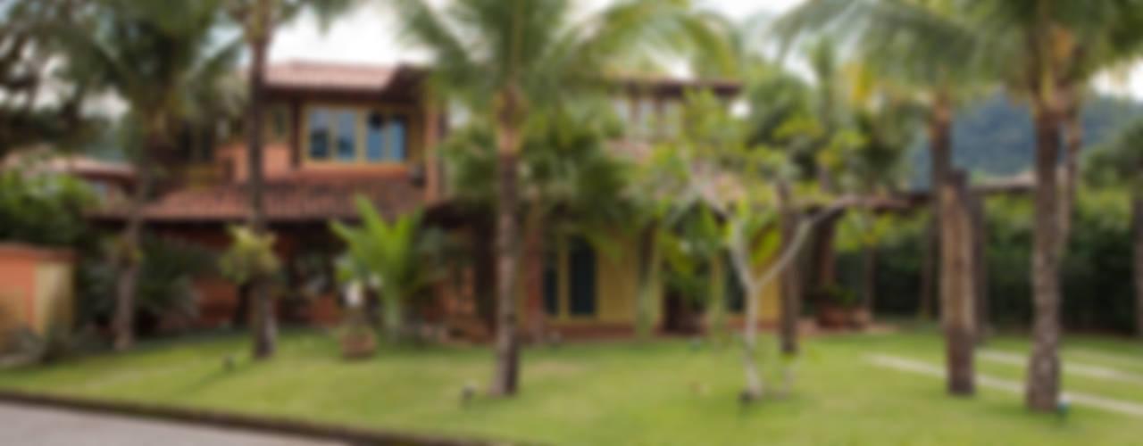RESIDÊNCIA SL Casas rústicas por MADUEÑO ARQUITETURA & ENGENHARIA Rústico