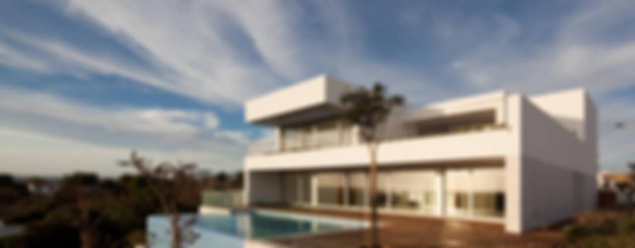 โดย MOM - Atelier de Arquitectura e Design, Lda โมเดิร์น