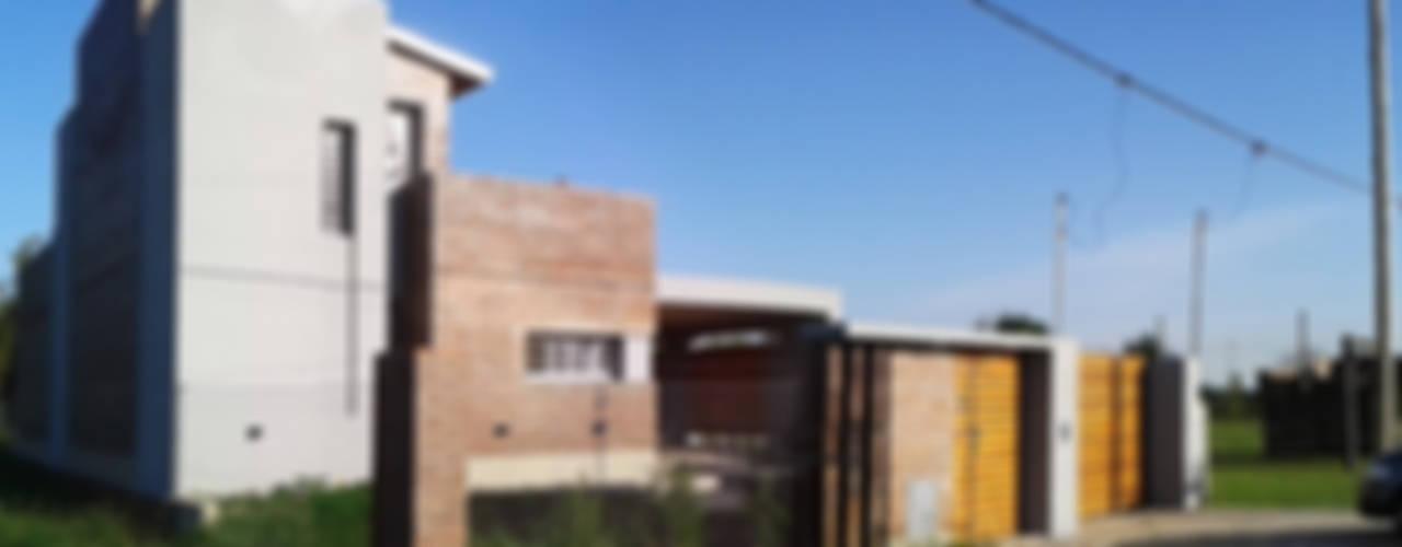 Modern Houses by ELVARQUITECTOS Modern