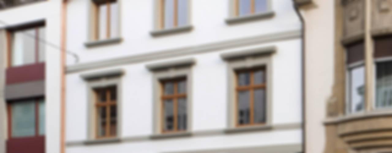 Um- und Ausbau eines Wohngebäudes von 1892, Basel Moderne Häuser von Forsberg Architekten AG Modern