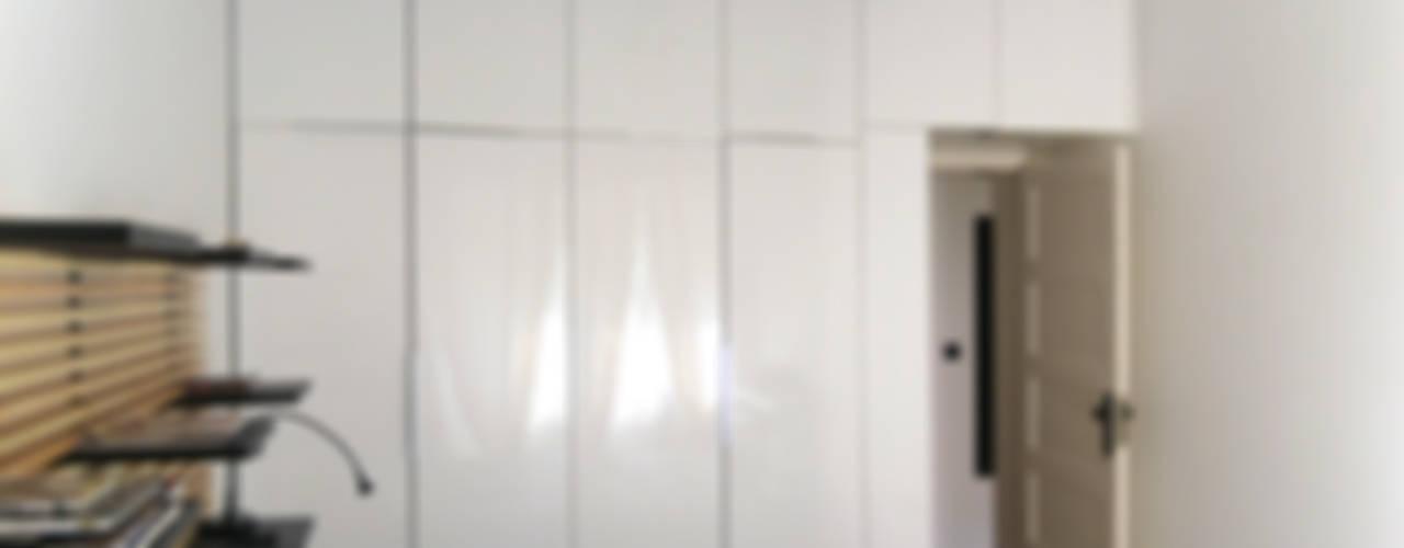 RUA AFONSO LOPES VIEIRA:   por Esfera de Imagens Lda,