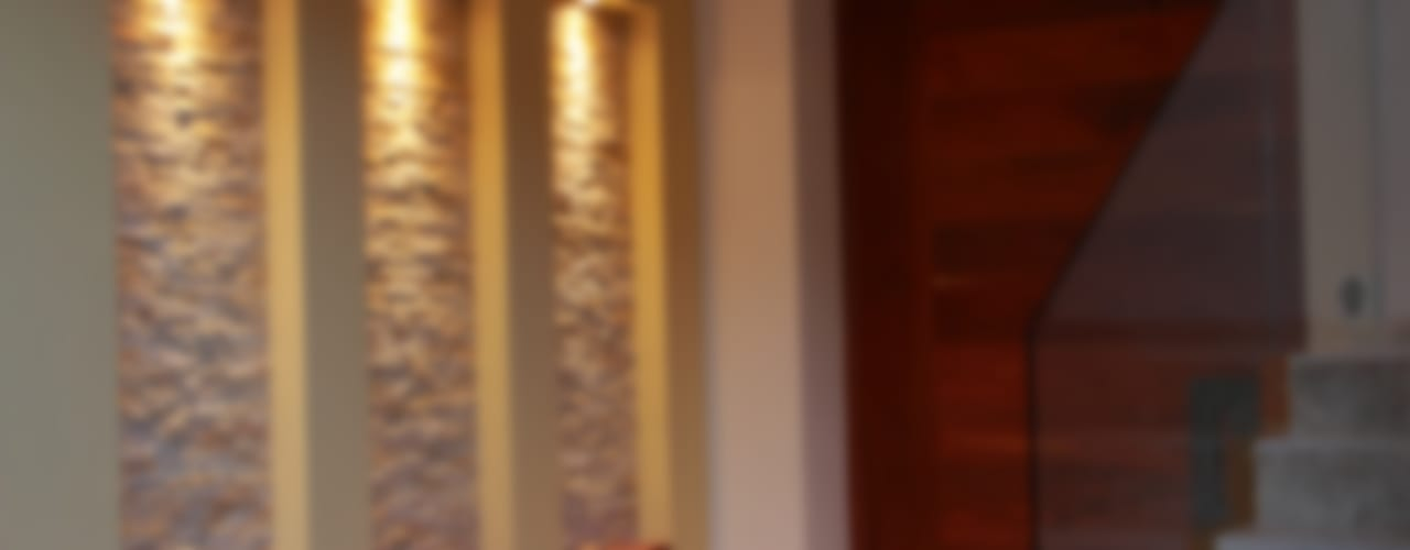 Коридор, прихожая и лестница в модерн стиле от GRUPO VOLTA Модерн