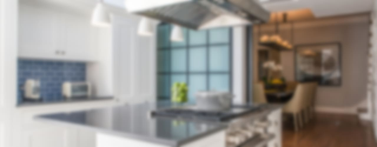 Kitchen by Toninho Noronha Arquitetura