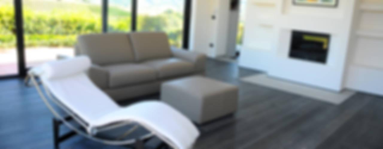 Villa Colline Fiorentine Parquet Plancia Rovere Oliato Art. Pepe Nero Pareti & Pavimenti in stile moderno di HAPPYLEGNO Moderno