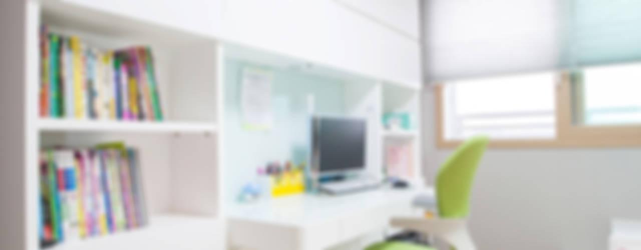 개성있는 침실이 있는 왕십리 인테리어 모던스타일 아이방 by 퍼스트애비뉴 모던