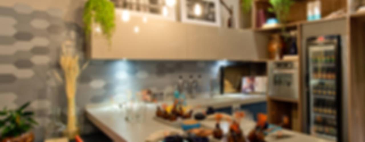 Salle à manger de style  par Sarau Arquitetura, Moderne