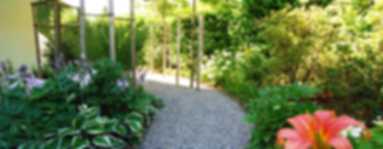 Country style garden by Lustenberger Schelling Landschaftsarchitektur Country