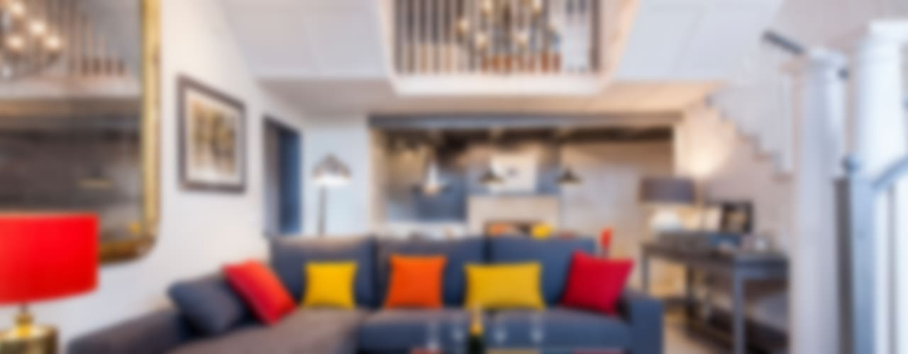 Klasyczny salon od The Sibarist Property & Homes Klasyczny
