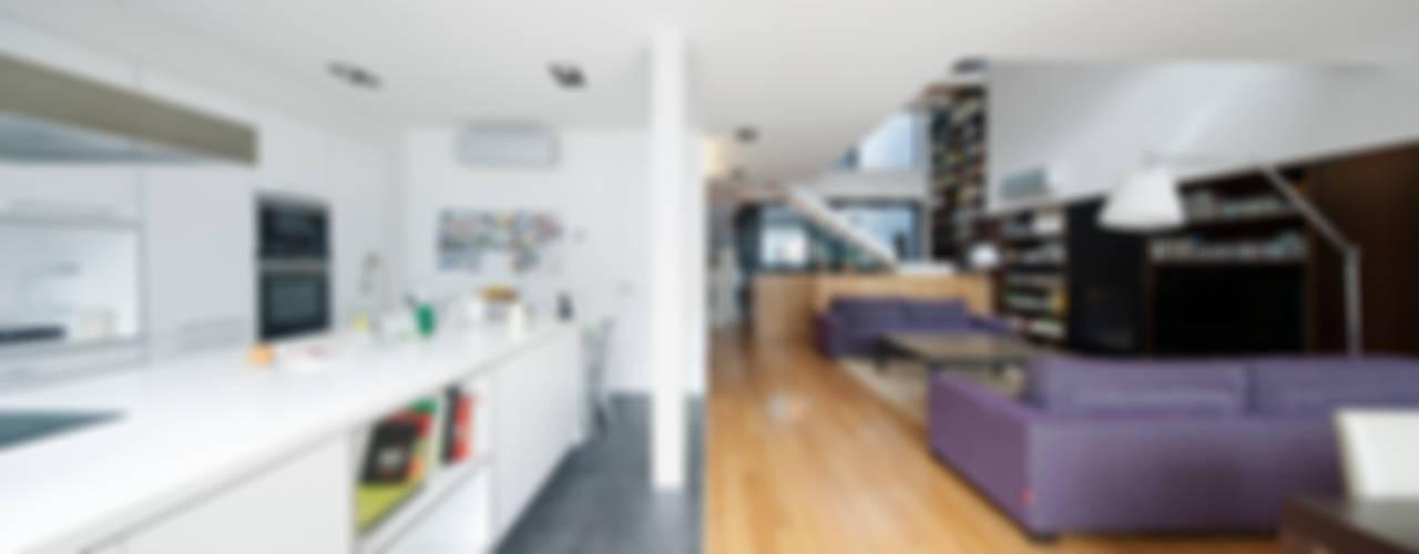 XVA-SH32 Salones de estilo moderno de Andres Flajszer Photography Moderno