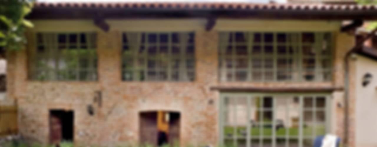 Projekty,  Domy zaprojektowane przez Fabio Carria , Rustykalny