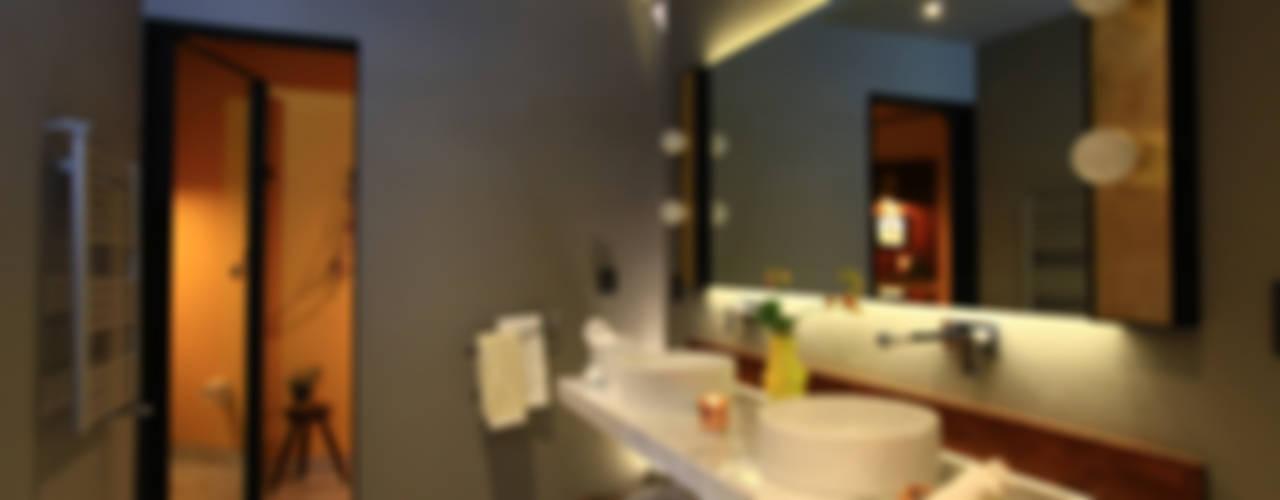 Bathroom by Germán Velasco Arquitectos ,