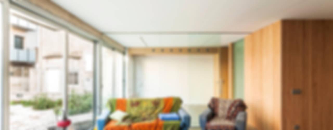 SAU-MIGDIA-HOUSE Nowoczesny salon od Andres Flajszer Photography Nowoczesny