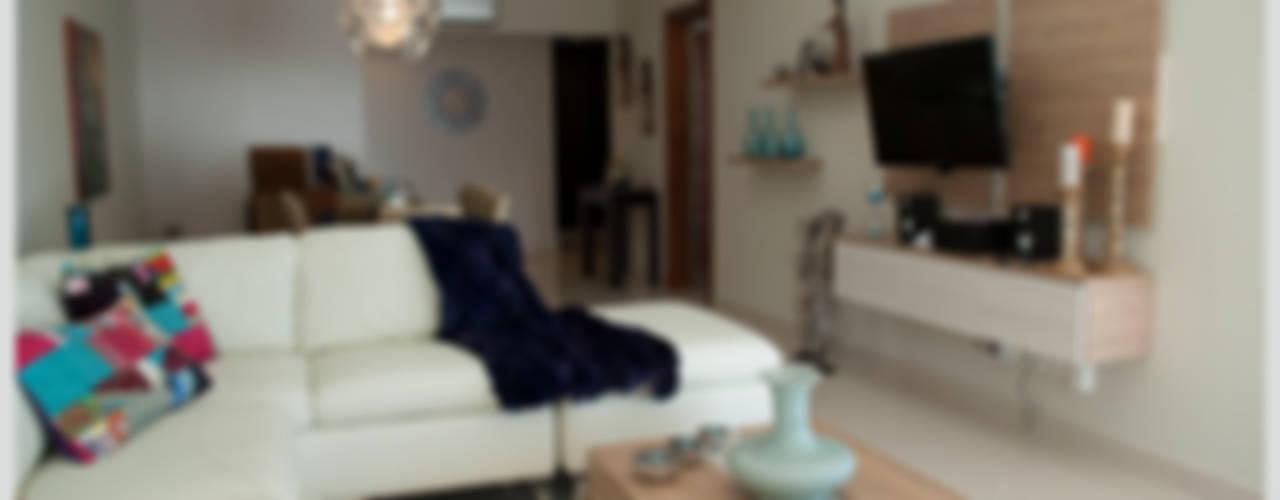 Living comedor y espacio TV: Livings de estilo  por Diseñadora Lucia Casanova