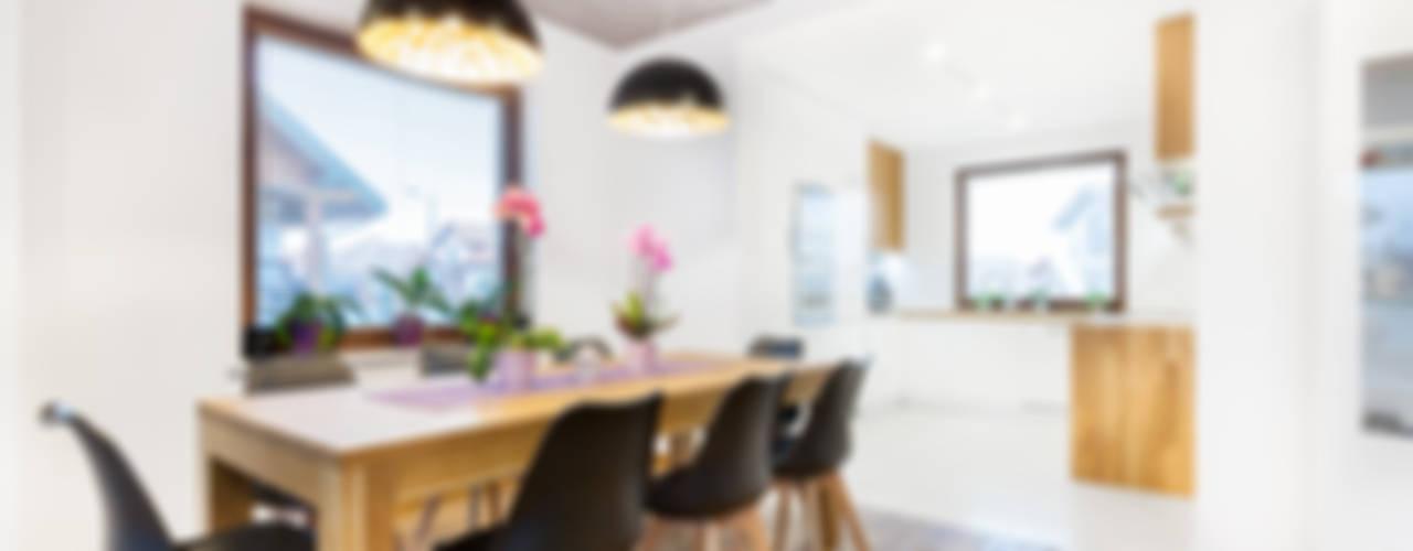 Sala da pranzo moderna di IN Moderno