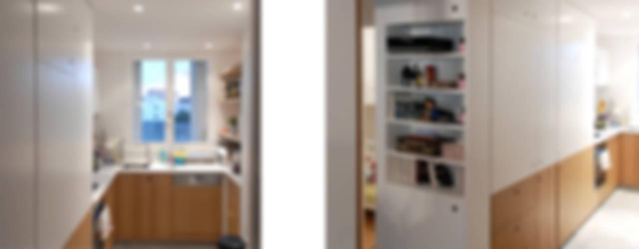 Appartement TS: Cuisine de style  par Belle Ville Atelier d'Architecture