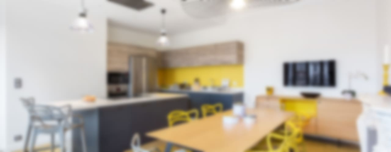 Cuisine design jaune: Cuisine de style de style Moderne par Carnets Libellule