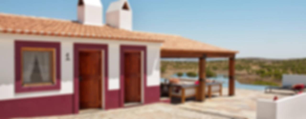 Rustic style house by SA&V - SAARANHA&VASCONCELOS Rustic