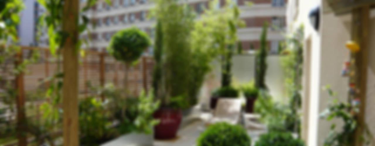 Varandas, marquises e terraços modernos por Scènes d'extérieur Moderno