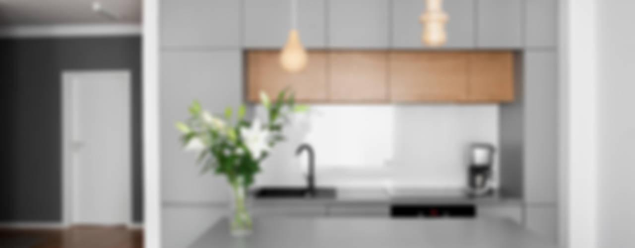 Mieszkanie Tychy Nowoczesna kuchnia od Joanna Kubieniec Nowoczesny