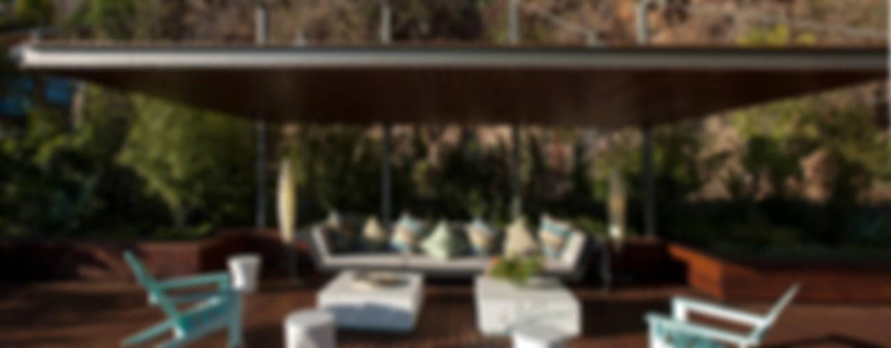 Casa L : Terrazas de estilo  por Serrano Monjaraz Arquitectos, Moderno