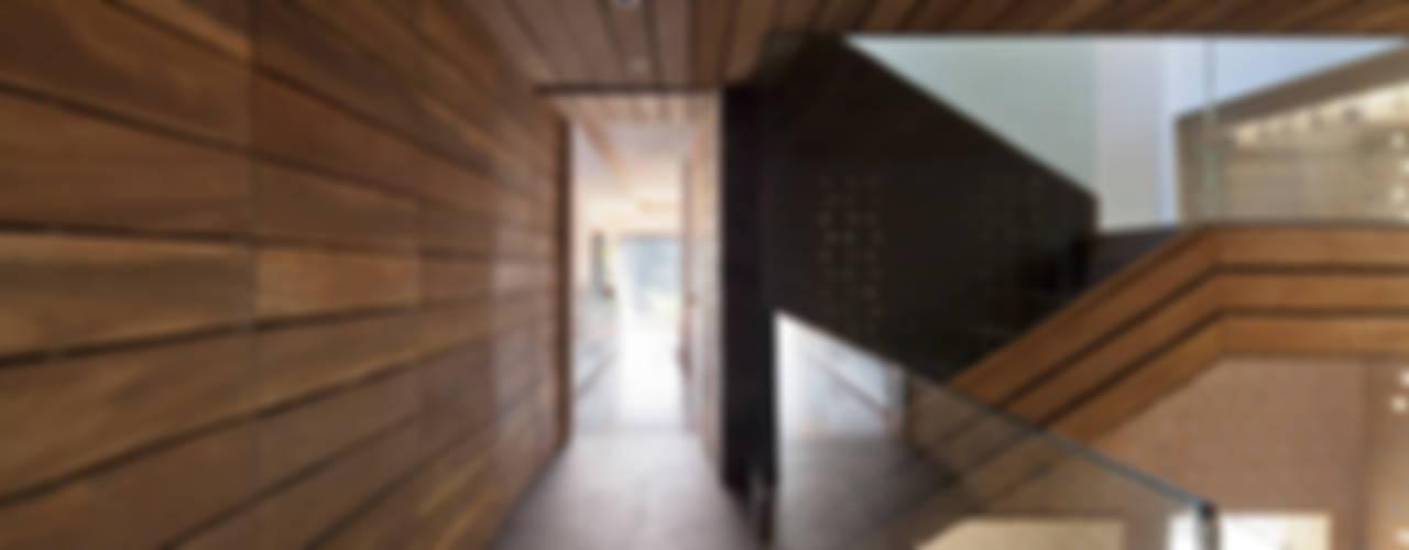 Koridor & Tangga Modern Oleh Serrano Monjaraz Arquitectos Modern