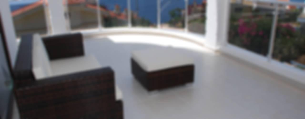 Moderner Balkon, Veranda & Terrasse von SAYTAS SABUNCUOGLU YAPI VE TIC.LTD.STI. Modern