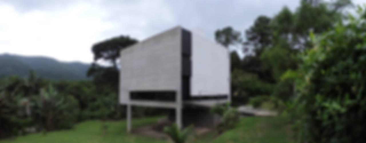 Casas de estilo  por jose m zamora ARQ