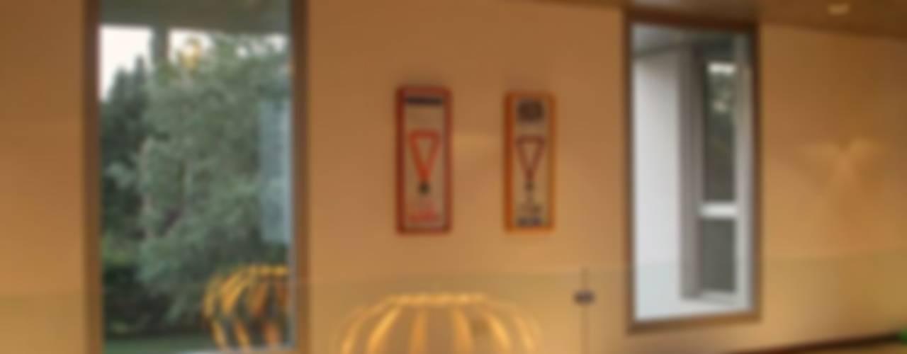 Salas / recibidores de estilo  por Estudio Cavadini